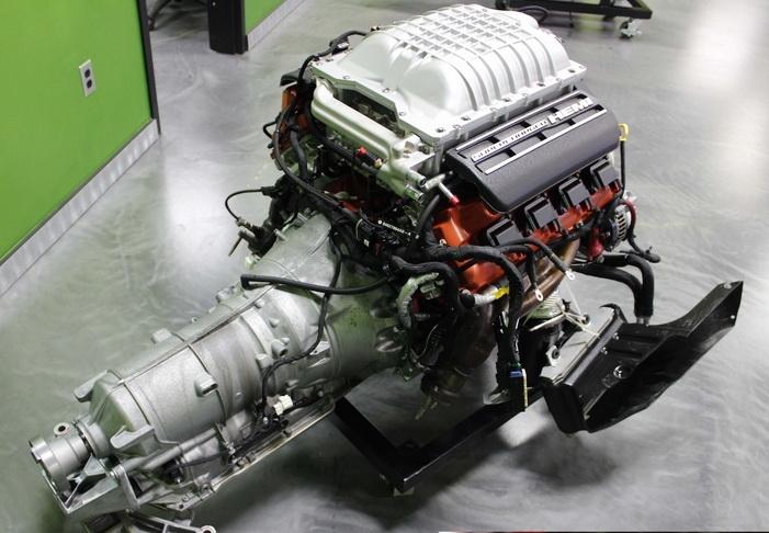 Двигатель Hemi 6,2 Supercharged с автоматической трансмиссией